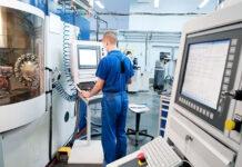 Obróbka z udziałem maszyn CNC.