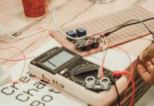 W jakim miejscu najlepiej kupić materiały elektryczne i skorzystać z szerokiego wachlarza usług